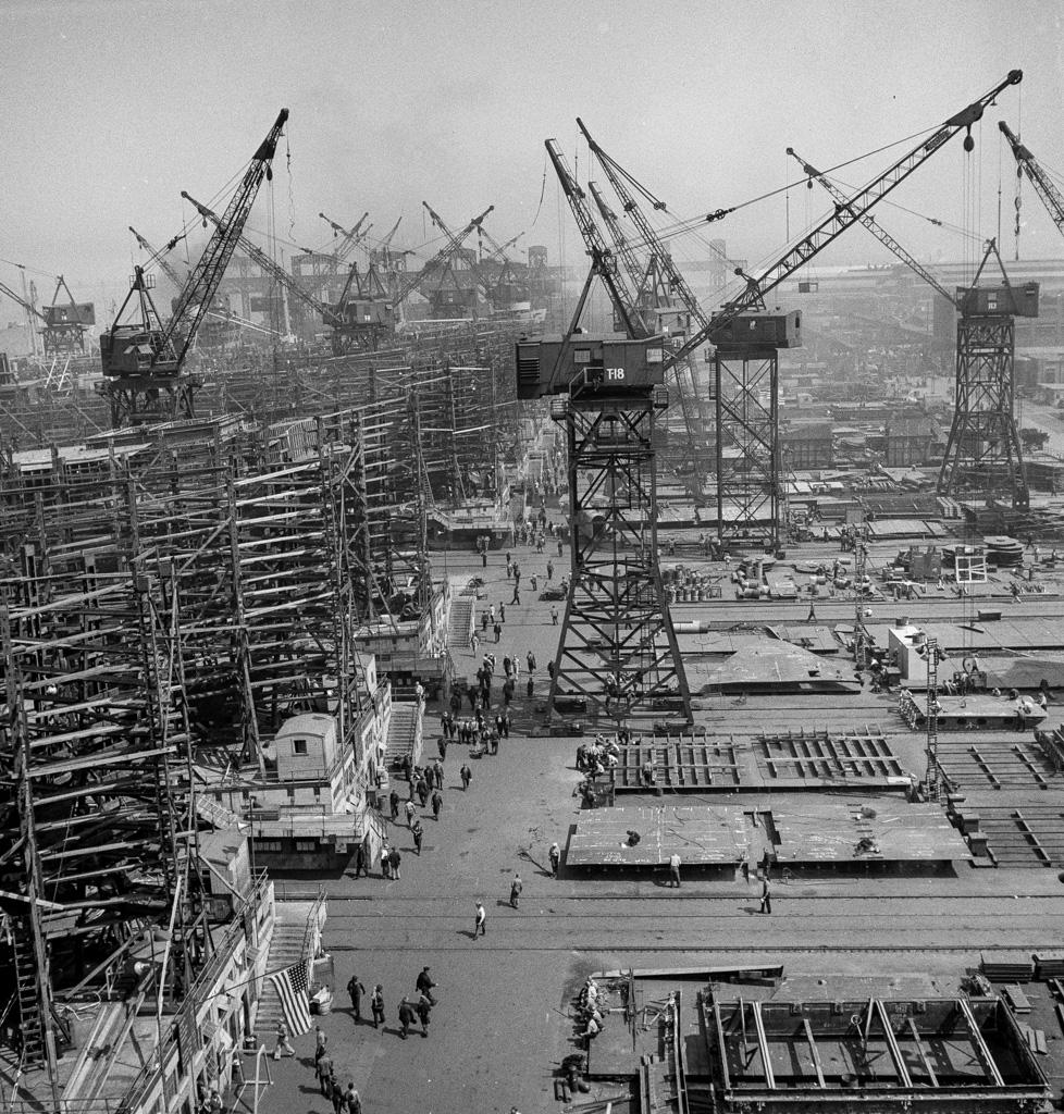 Bethlehem-Fairfield shipyards, Baltimore, Maryland. A shipyard with a crane