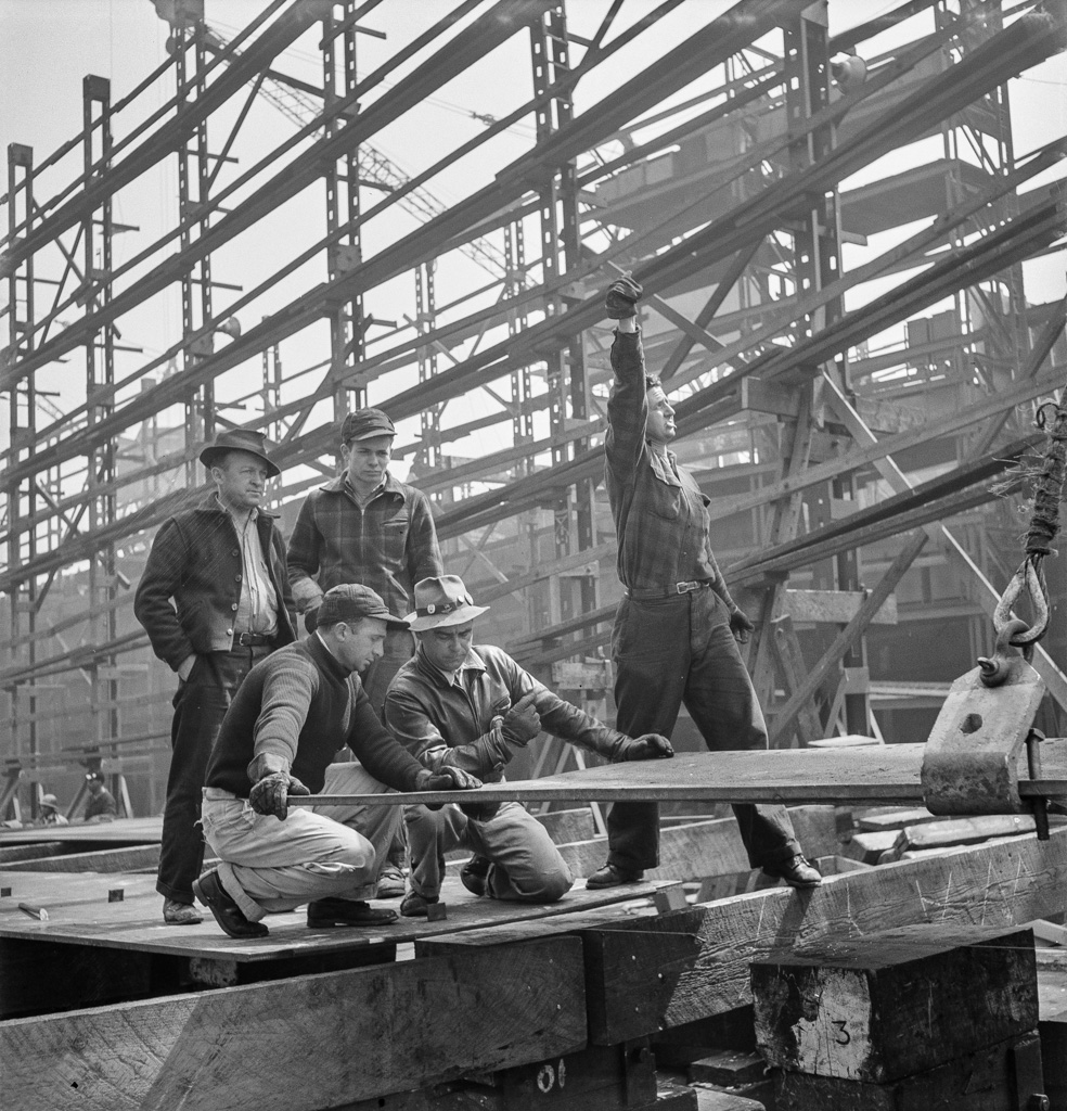 Bethlehem-Fairfield shipyards, Baltimore, Maryland. Erecting a flat keel