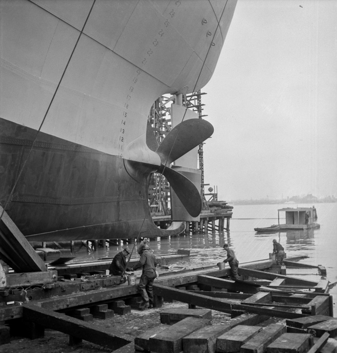 Bethlehem-Fairfield shipyards, Baltimore, Maryland. Greasing outboard end of the ways just before a launching