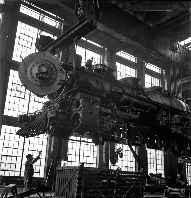 Albuquerque, New Mexico. Lifting an engine to be carried to another part of the Atchison, Topeka and Santa Fe Railroad shops for wheeling