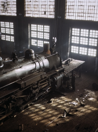 C & NW RR, working on a locomotive at the 40th Street railroad shops, Chicago