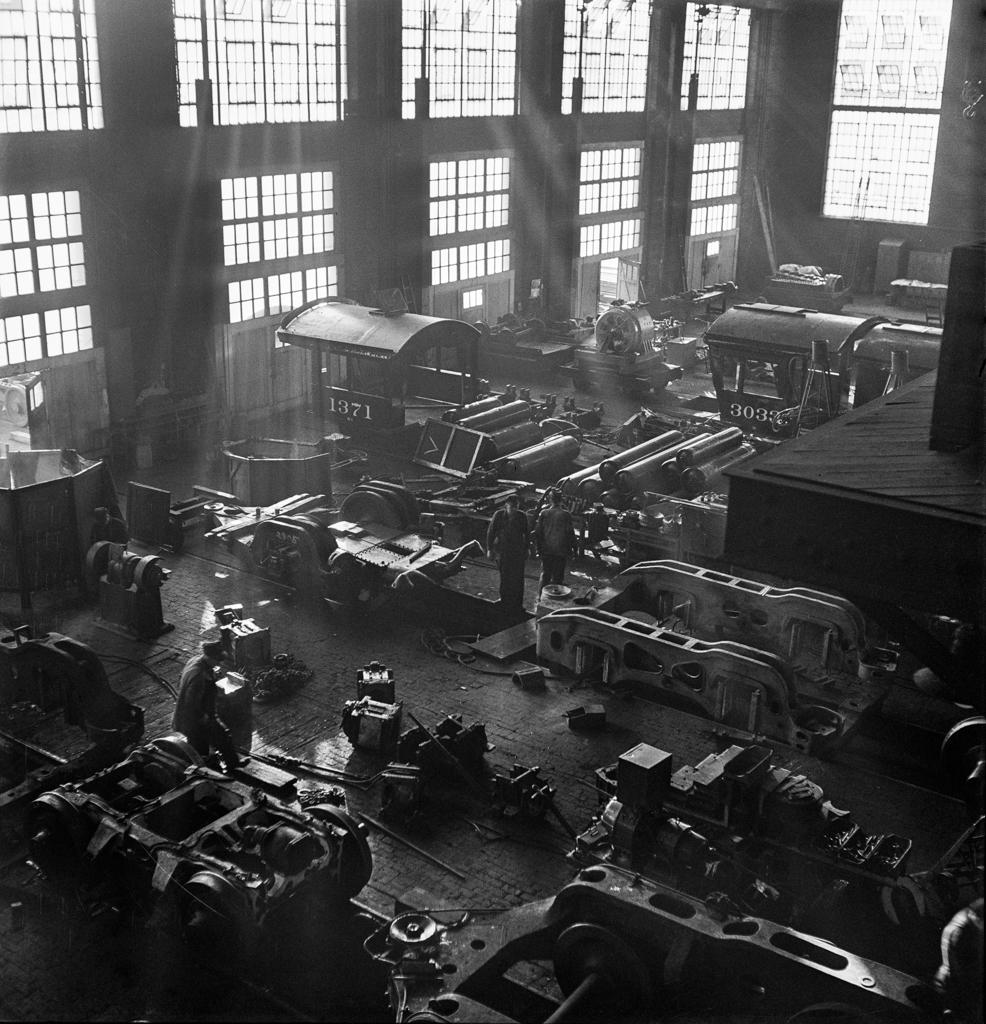 Chicago, Illinois. In the Chicago and Northwestern Railroad locomotive repair shop5