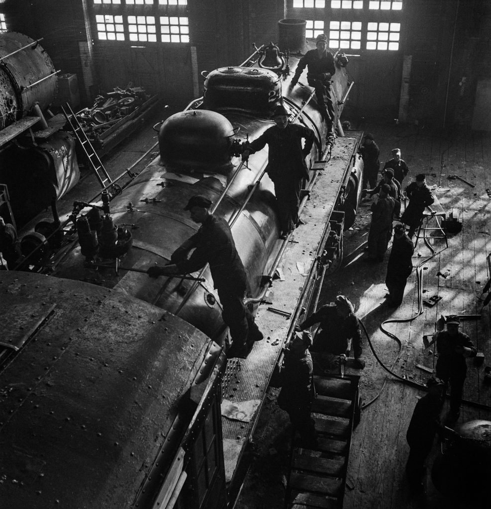 Chicago, Illinois. In the Chicago and Northwestern Railroad locomotive repair shops3