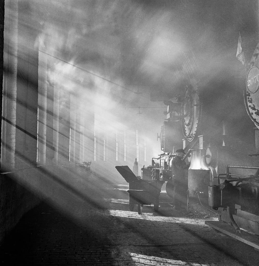 Chicago, Illinois. In the roundhouse at a Chicago and Northwestern Railroad yard7
