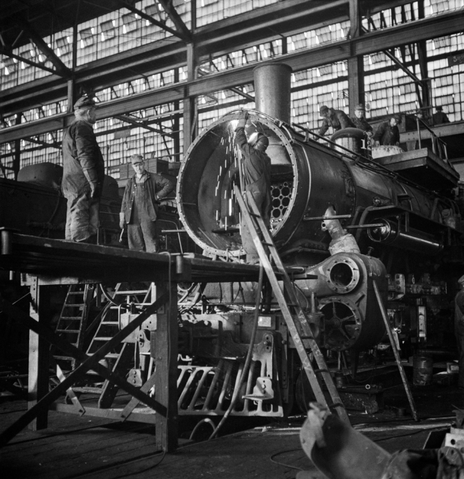 Chicago, Illinois. Working on a locomotive at the Chicago and Northwestern Railroad repair shop 3