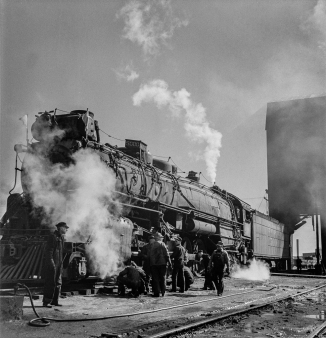 Clovis, New Mexico. Checking a locomotive as it leaves the roundhouse in the Atchison, Topeka and Santa Fe Railroad shops