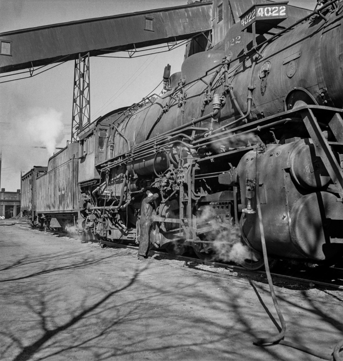Clovis, New Mexico. Refacing the tires of a locomotive with a Ledgerwood apparatus