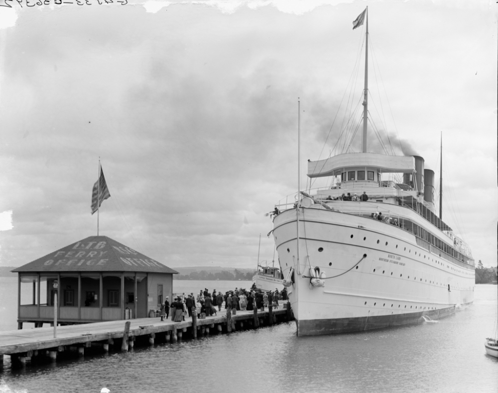 Harbor Springs, Mich., Str. North Land at dock