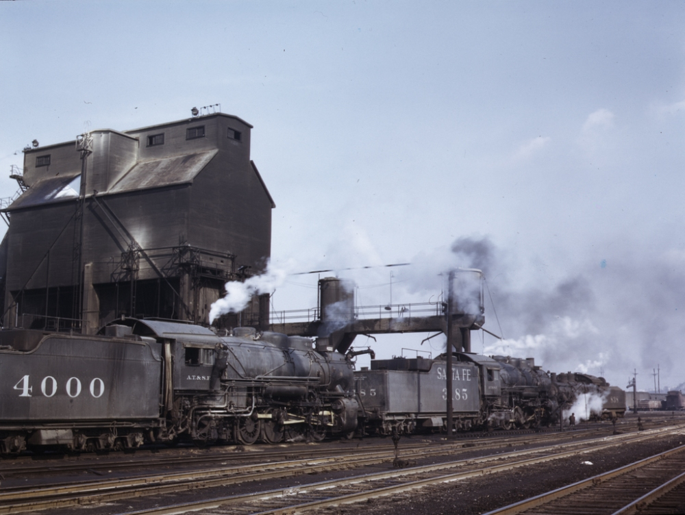 Servicing engines at coal and sand chutes at Argentine yard, Santa Fe R.R., Kansas City, Kansas