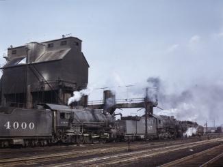 Servicing engines at coal and sand chutes at Argentine yard, Santa Fe R.R., Kansas City, Kansas