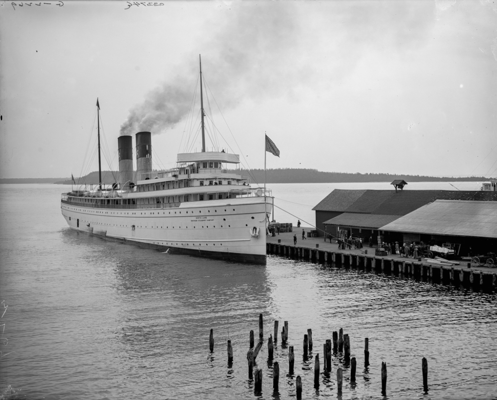 Steamer North Land at dock, Mackinac Island, Mich