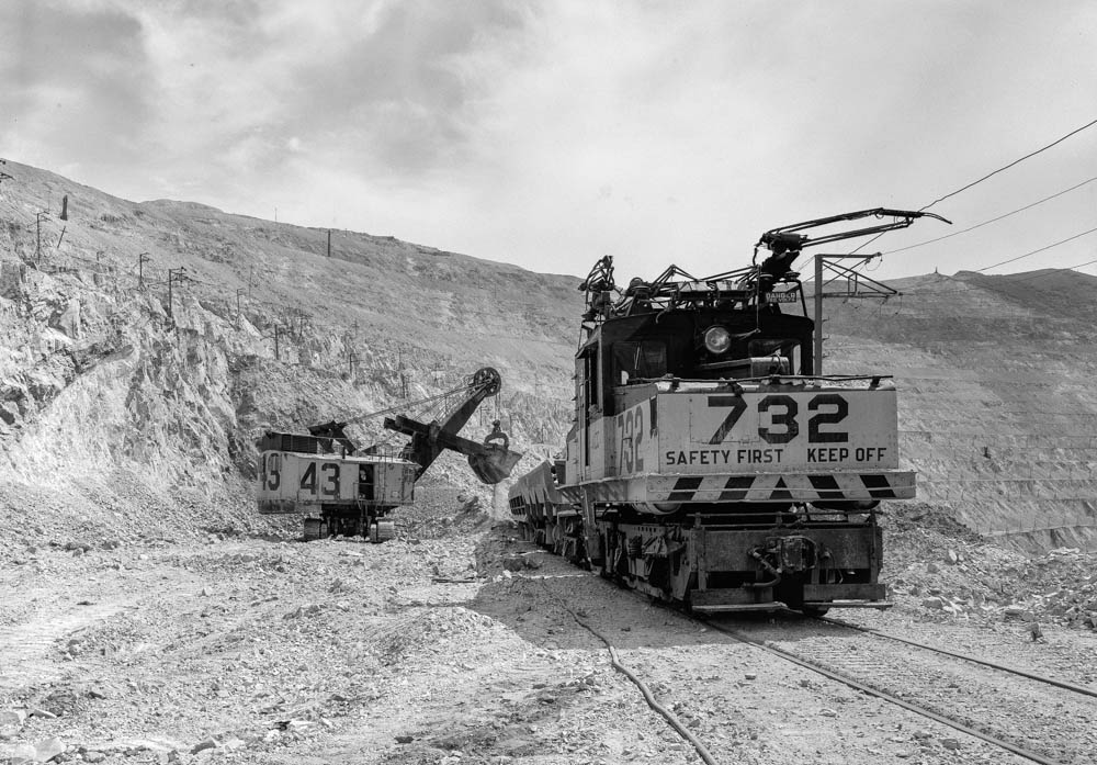 ELECTRIC ORE TRAIN LOCOMOTIVE and POWER SHOVEL. - Utah Copper Company, Bingham Canyon Mine, State Route 48, Copperton, Salt Lake County, UT