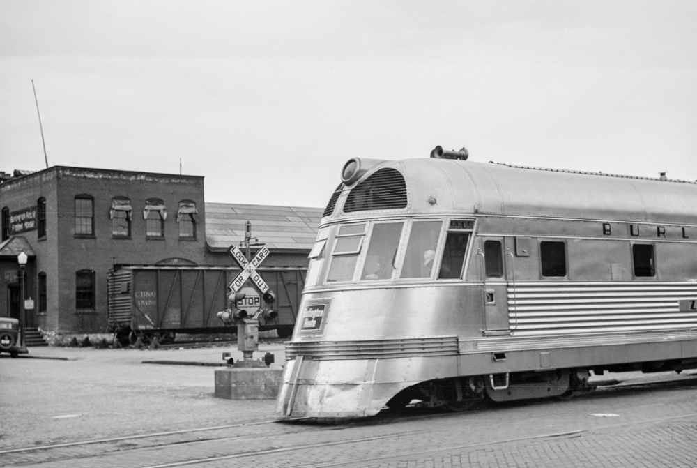 Streamlined train, La Crosse, Wisconsin